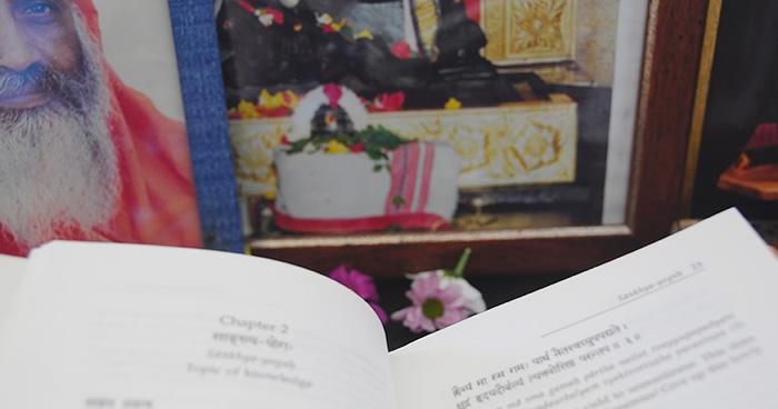 libro-dayananda-zoom-daksina-altar